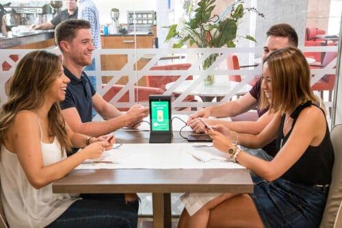 Servicio de carga gratuita de móviles en tu bar